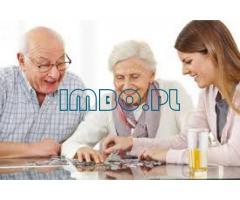 Opieka nad starszym człowiekiem: kto może zostać opiekunem